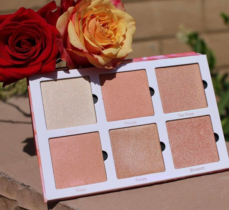 Violet Voss Rose Gold Highlighter and Blush Palette features 6 super metallic and duo chrome shades and the swatches look amazing....