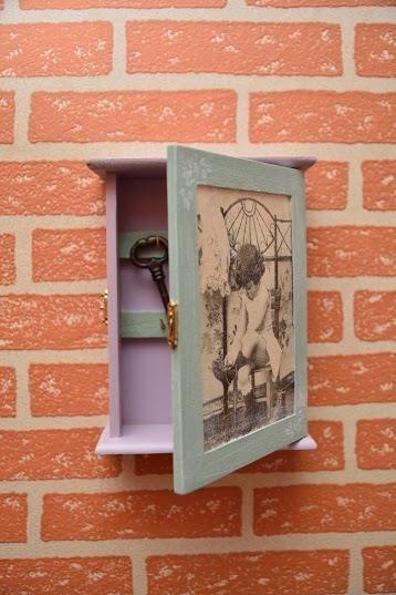 Vintage style Key Box Wall key holder Wooden Key Box