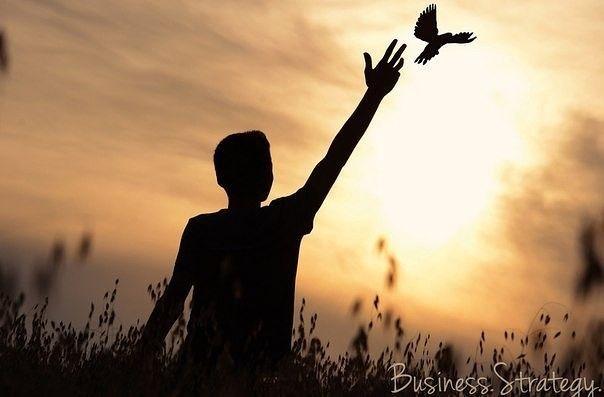 Ты!  → Будущее! → Что тебя от него отделяет❓  Ты сам ставишь себе границы. И они лишь в твоей голове. И не более.Ты сам выбираешь, где будешь работать и как учится. Какие оценки получать и какого цвета будет твой диплом. Твоя работа — это твой выбор. За тобой выбор города-мечты. И только ты выберешь свой путь. Что ты хочешь — легкую беззаботную жизнь или же узкую дорогу, полную приключений?Если у тебя нет мечты, значит, ты работаешь на чужую. Ты этого хочешь? Выбор за тобой. Ты ставишь себе…