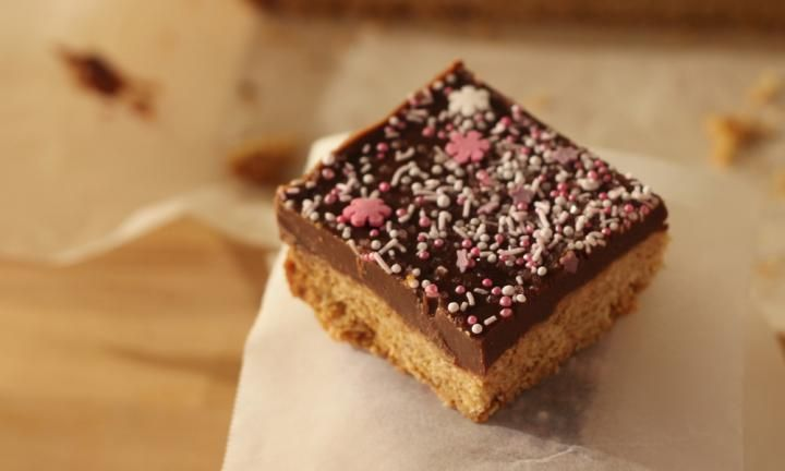 Simple slices that are perfect to pop in a lunch box - Kidspot