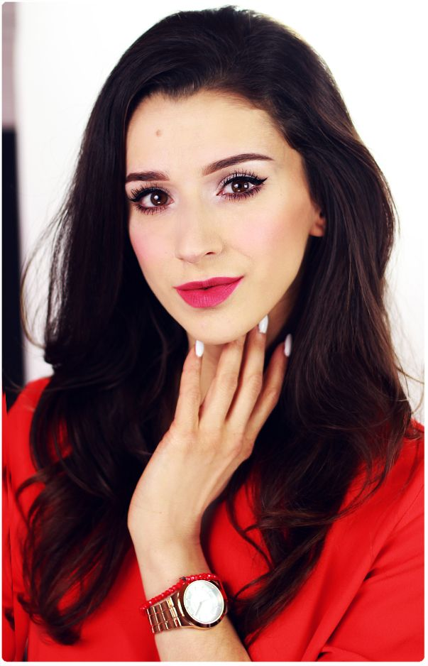 Alina Rose Makeup Blog: Triki makijażowe- kreska i trwałe czerwone usta.
