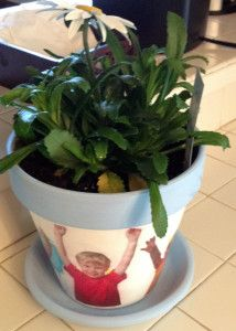 DIY Mother's Day Gift Idea- Picture Flower/Plant pot using your kid's pictures. Great for grandma or mom.