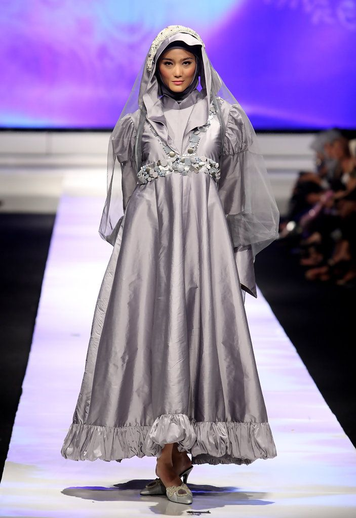 A model showcases designs on the runway by Hannie Hananto as part of APPMI Show 3 on day three of Jakarta Fashion Week 2009 at the Fashion Tent, Pacific Place on November 16, 2009 in Jakarta, Indonesia.