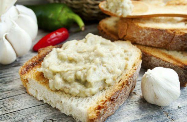 Fokhagymás padlizsánkrém: szendvicsre és mártogatósnak is tökéletes