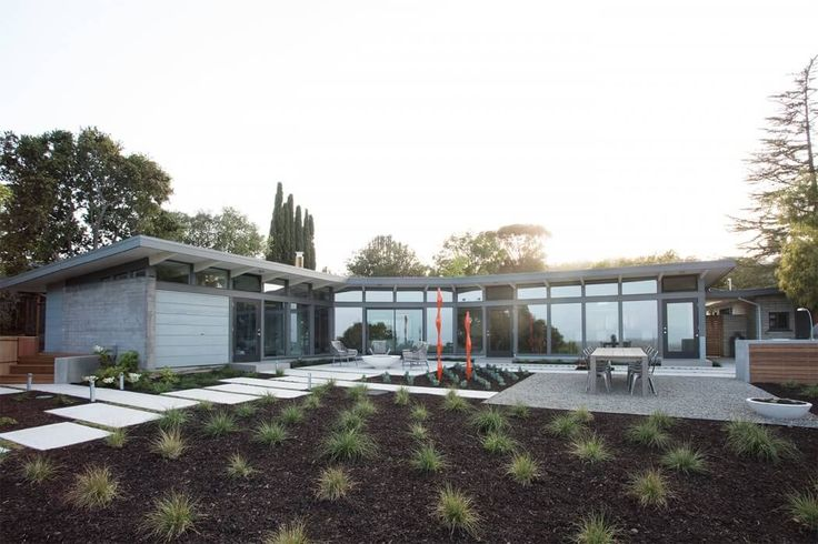 Mid Century Modern House by Klopf Architecture