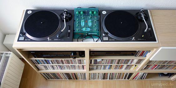 DIY Möbel für zwei Plattenspieler, Mischpult und Stereoanlage aus Teilen der Ikea Besta-Serie. Filed under: DJ Table - Shelf - Möbel - Pult - Regal - Ikea - Besta - Hack - Expedit-Alternative - Technics 1210 - Turntable - Plattenspieler