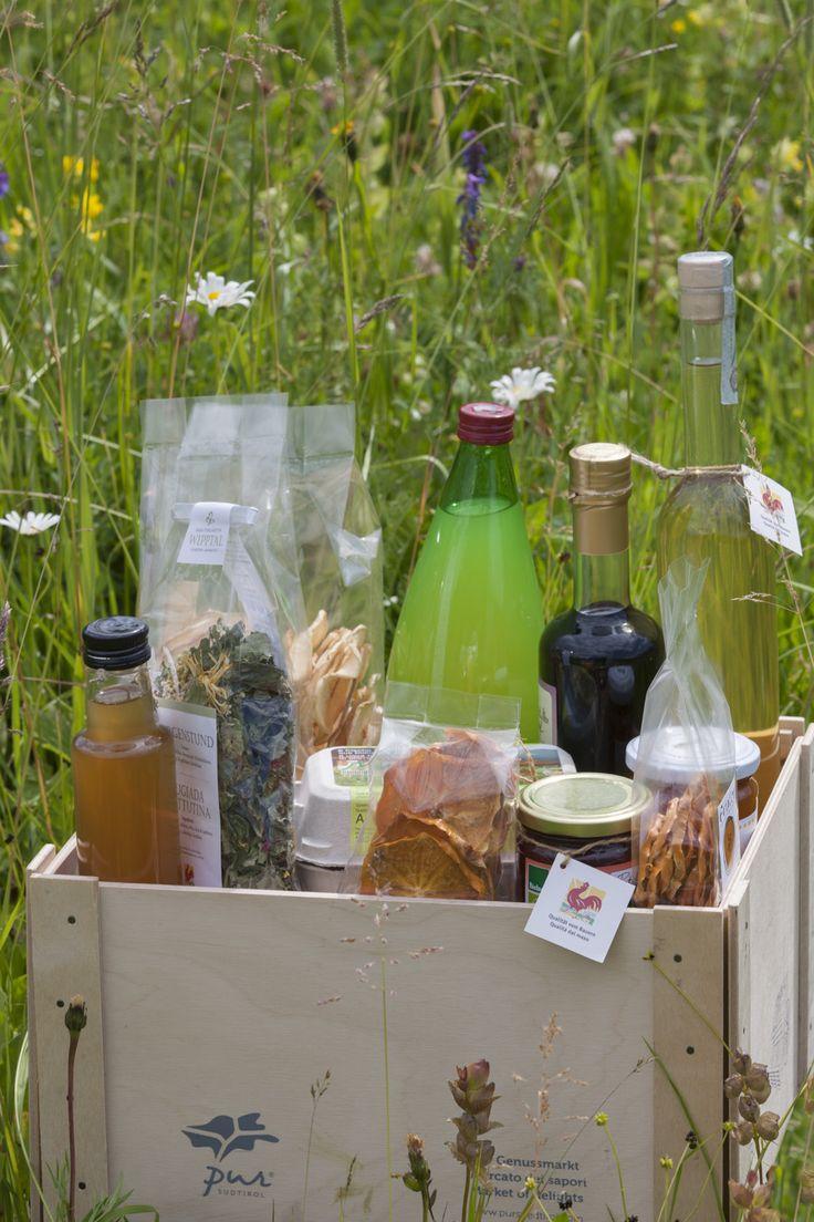 Im Roter Hahn Online Shop erhalten Sie Qualitätsprodukte der Südtiroler Bauern von Käse, über Aufstriche bis Sirupe. Unser Tipp: Die Roter Hahn - Genussbox