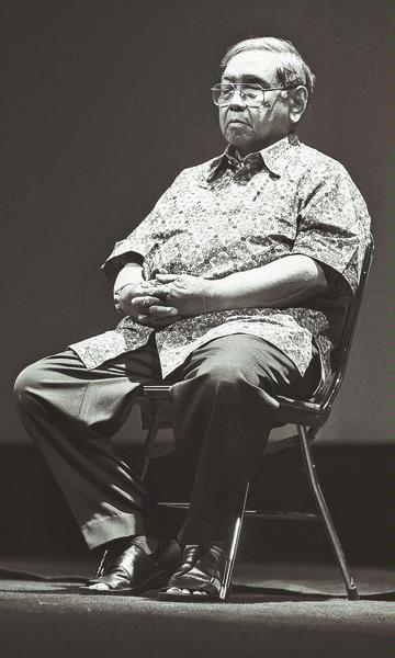 Presiden Kiai Haji Abdurrahman Wahid atau dikenal sebagai Gus Dur lahir di Jombang, Jawa Timur, pada 7 September 1940. Gus Dur adalah putra ...