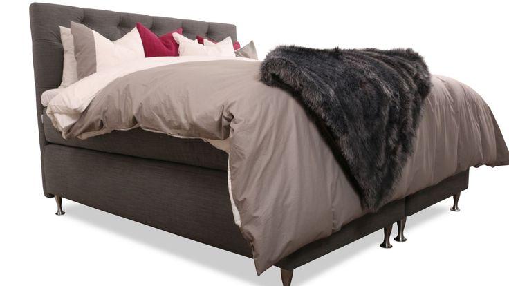 Grå säng Zebran. Djuphäftad sänggavel. Gavel, dubbelsäng, kontinentalsäng, silverben, pälspläd, fuskpäls, pläd, sovrum, inredning. http://sweef.se/sangar/168-zebran-kontinentalsang-progressiv.html#/farg-gra/storlek-160_x_200_cm
