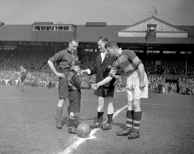 Barnet 3 Bishop Auckland 2 in May 1946 at Stamford Bridge. The two captains meet before the FA Amateur Trophy Final.