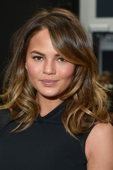 Loving Chrissy Teigen's shorter, sunkissed hair!