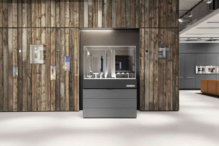 Amsterdam flagship showroom: The Gaggenau heritage wall is made of 100-year-old wood taken from a lodge in the Black Forest, the birthplace of Gaggenau. A fitting showcase for over three centuries of extraordinary history.