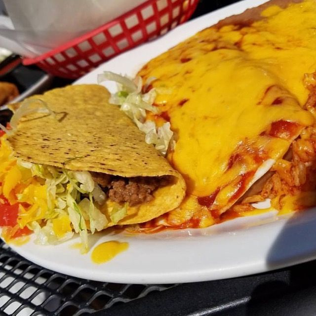 Our Foodie Feature this week was shared with us by @tacomestl! Hacienda Mexican Restaurant offers traditional Mexican cuisine to the greater St. Louis area. Their inviting atmosphere and attentive service  is what makes them great everyday! They are located in Rock Hill, so go enjoy some delicioso food! Thanks for the pic, Taco! #bestrestaurantsinSTL #stlfoodie