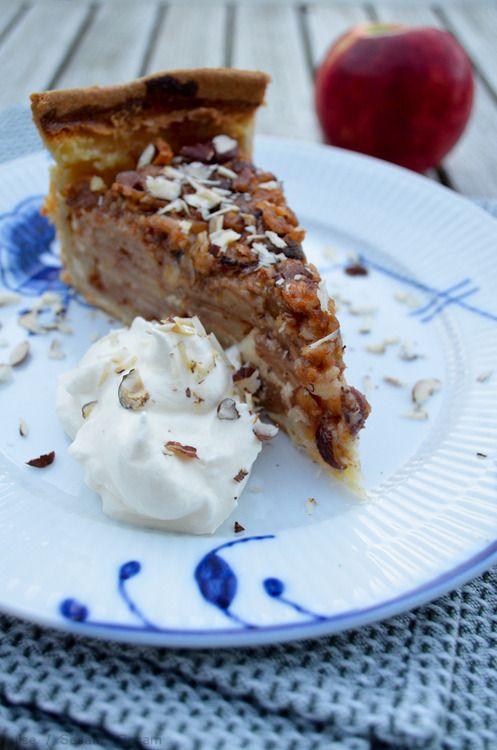 Blomsters æbletærte med mazarin og nøddekaramel — Sesam, Sesam