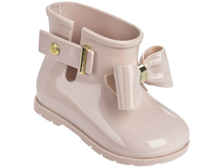 The Mini Melissa Sugar Rain Bow boot is full of charm and style. They have a glossy finish, side closure plus a delicate gold applique on the front ans side closure. The super soft bootie, is full of