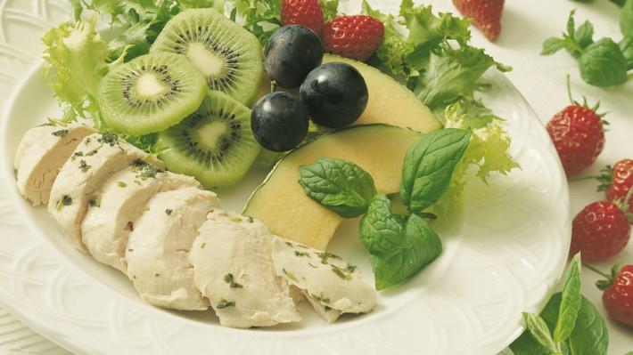 Sunt, enkelt og smakfult med oregano marinert kylling. http://www.matprat.no/oppskrifter/rask/oreganomarinert-kyllingfilet-stekt-i-folie