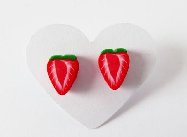 #Strawberry Studs de Creativ Insel sur DaWanda.com #fraise