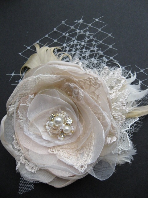 Wedding fascinator bridal flower hairpiece vintage by LeFlowers, floralworld