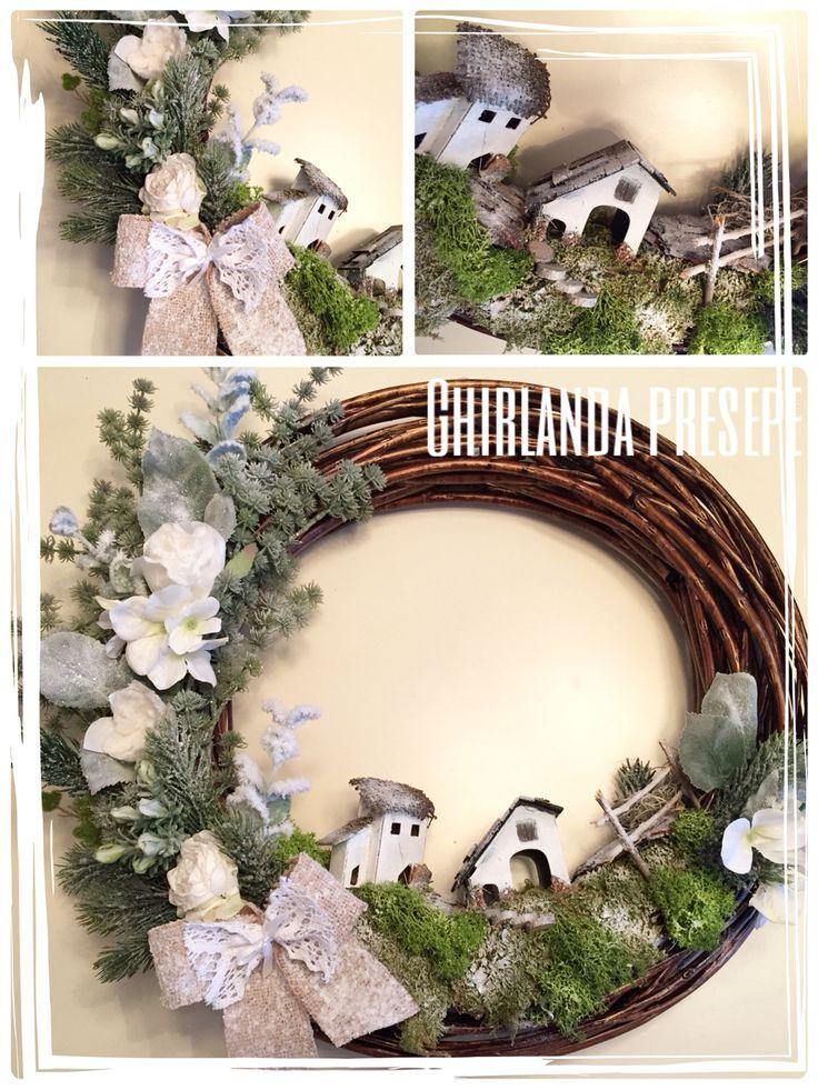 Ghirlanda decorata a mano con fiori artificiali, casette, muschio e nastri.❤️