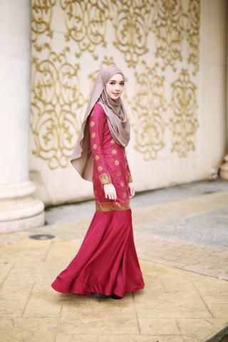 Hawa Songket Dress (Maroon)