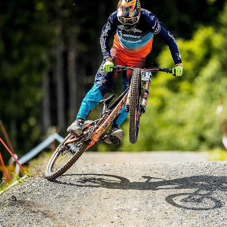 """""""Mi piace"""": 680, commenti: 1 - SCOTT Sports (@scottsports) su Instagram: """"@brendog1, Wheelie or tyre tap? Regardless, it looks steezy brother! #NOSHORTCUTS #wheeliewednesday…"""""""