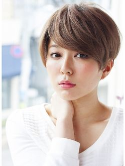 透明感ベージュカラーの大人可愛いショート4☆小顔◎