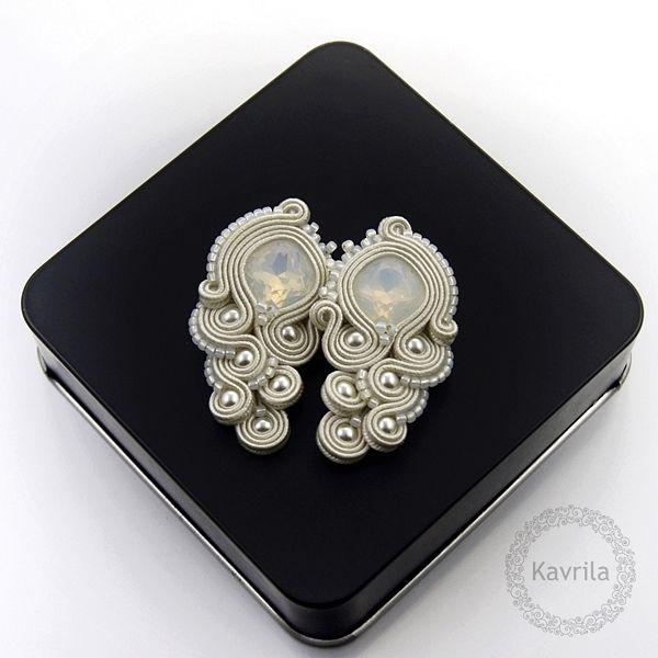 Rinilo wedding soutache - kolczyki ślubne sutasz KAVRILA #sutasz #kolczyki #ślubne #rękodzieło #soutache #handmade #earrings #wedding #ivory #kavrila