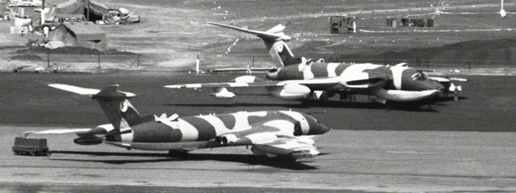 Handley Page Victor tankers on Ascension island during the Falklands War - pin by Paolo Marzioli
