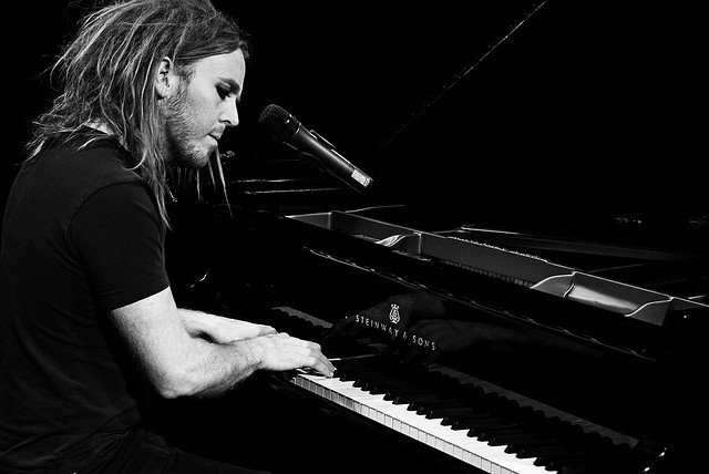 Tim Minchin I adore this man.. clever, nerdy and sexy. Move over Sheldon Cooper Tim Minchin has waaaaaaay cooler hair!!