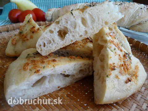 Fotorecept: Cesnakový posúch - Chlebový posúch vhodný k polievke aj k mäsu piekli už naše babičky...
