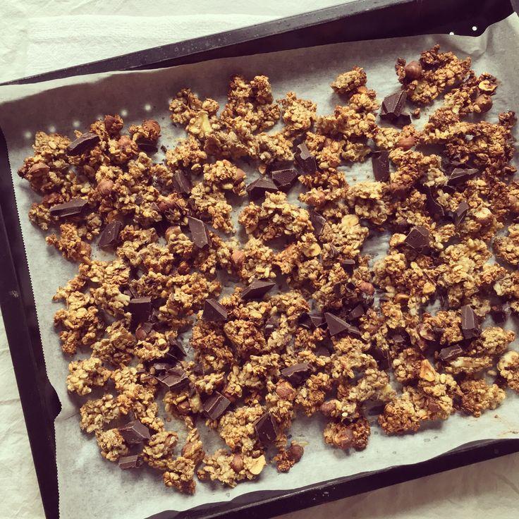 Granola banane, noisette & chocolat – Bowl & spoon