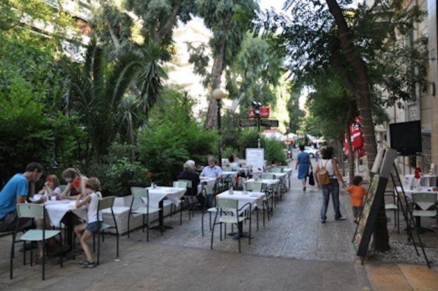 Στον παγκόσμιο κατάλογο της @airbnb με τις 16 καλύτερες γειτονιές για το 2016, σύμφωνα με την @dailymail, εντάσσεται η όμορφη γειτονιά της Αθήνας.…