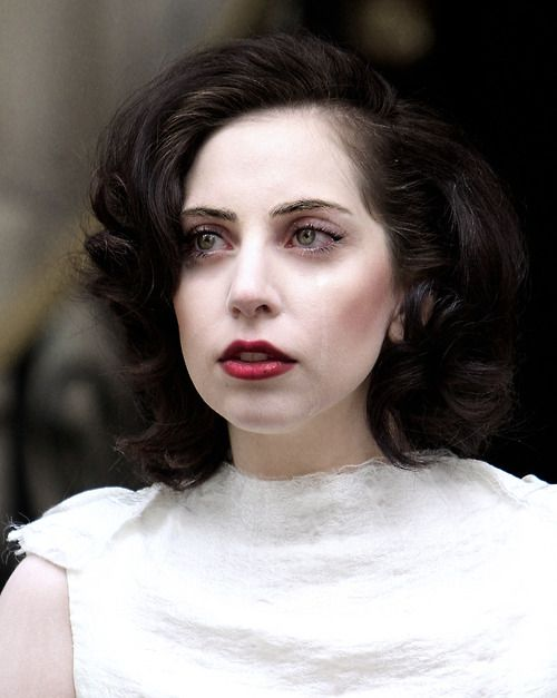 This woman has at least 20,000 different looks. Lady Gaga. I LOVE this classic, vintage look.
