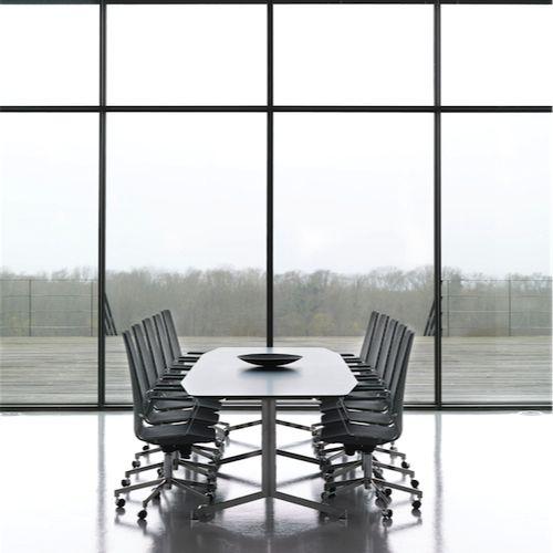 Johanson - Pilot #konferencemøbler #konference #konferenceindretning #design #kontormøbler #møbler #til #erhverv #virksomhed #kontor #konferencestole #stole