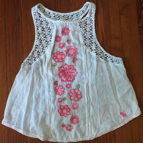 White top with floral design This top has a beautiful floral detail in the middle with white crochet around the edges! This top is great for the summer and is in perfect condition! If asked, I can post try on pictures! Abercrombie & Fitch Tops