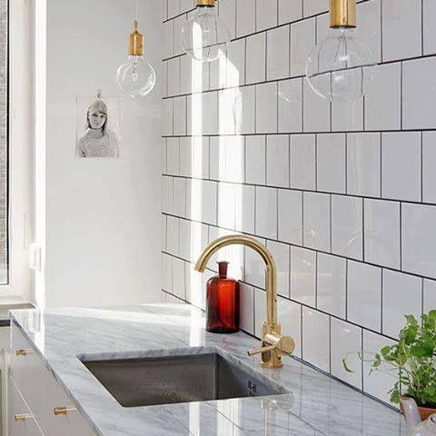 Polerad marmorskiva med underlimmad vask. www.nerostein.se