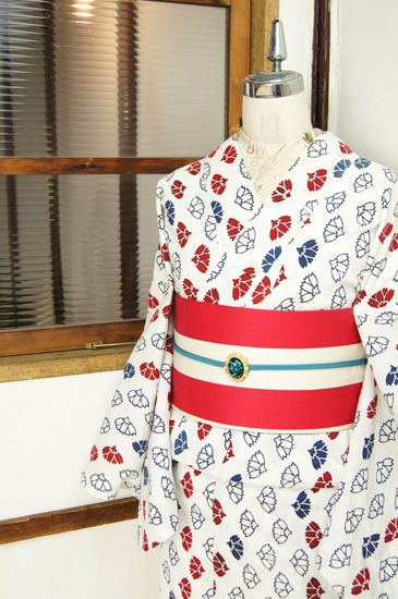 白地にトリコロールカラーの櫻花模様がモダンな注染レトロ浴衣 - アンティーク着物/リサイクル着物のオンラインショップ ■□姉妹屋□■ 白の地に赤と青のトリコロールカラーで染め出された、可憐な桜の花を型押したようなレトロモダンデザインに心踊る注染レトロ浴衣です。