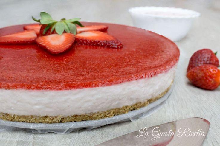 Torta fredda allo yogurt e fragole - La Giusta Ricetta - Ricette semplici di cucinaLa Giusta Ricetta – Ricette semplici di cucina