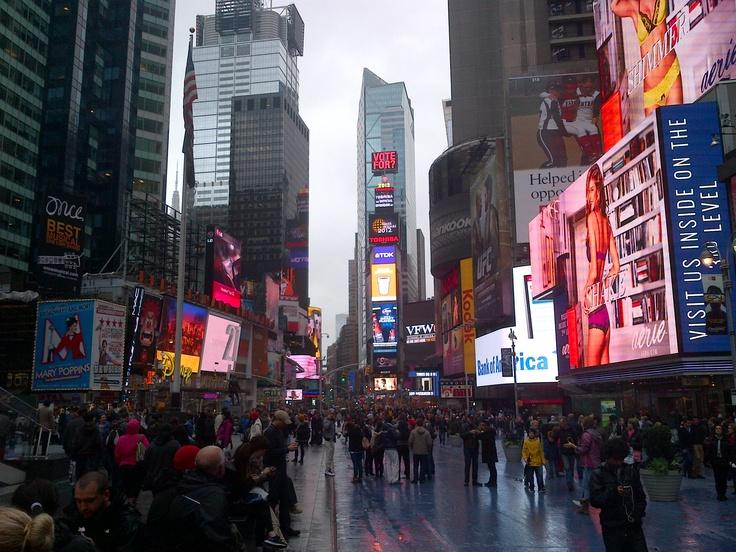 In Times Square este o zi normala ! A fost ieri si Sandy pe aici !