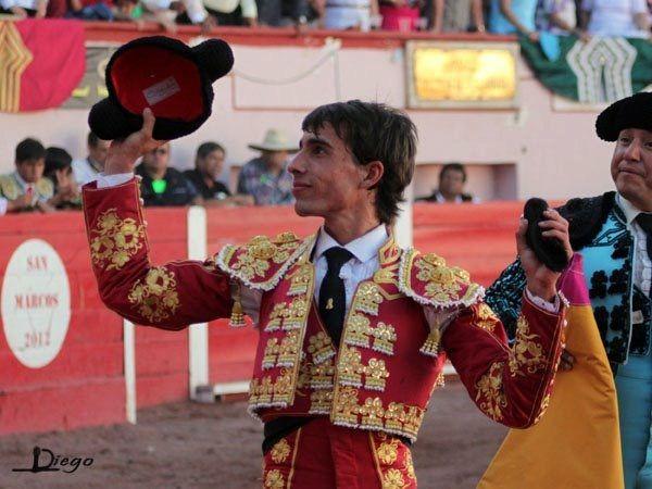 Debute e corta uma orelha a cada novilho sendo um dos triunfadores do ciclo de Novilhadas de San Marcos - Aguascalientes