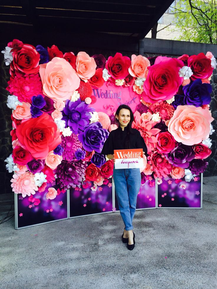 Giant Paper Flower Backdrop by MIO GALLERY @mio_gallery #miogallery #paperflowerbackdrop #paperflowers