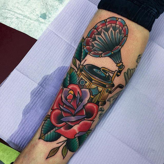Gramophone tattoo by Pete @pitoris #tcb #gramophone #gramophonetattoo #musictattoo #traditionaltattoo #newtraditional #traditionalrose #toronto #tattoo #torontotattoo #queenwesttattoo #queenwesttattoo #tcbtattoo #tcbtoronto #thisistheplace⚡️