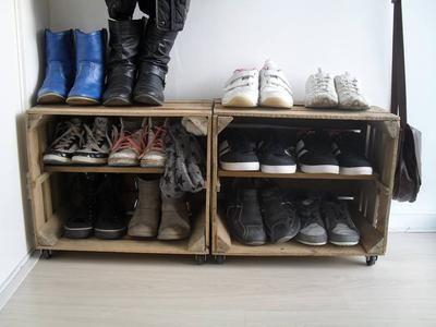 Bekijk de foto van js70mh00nh02 met als titel van fruitkistjes schoenenkast gemaakt. wieltjes bij bouwmarkt opgehaald en andere inspirerende plaatjes op Welke.nl.