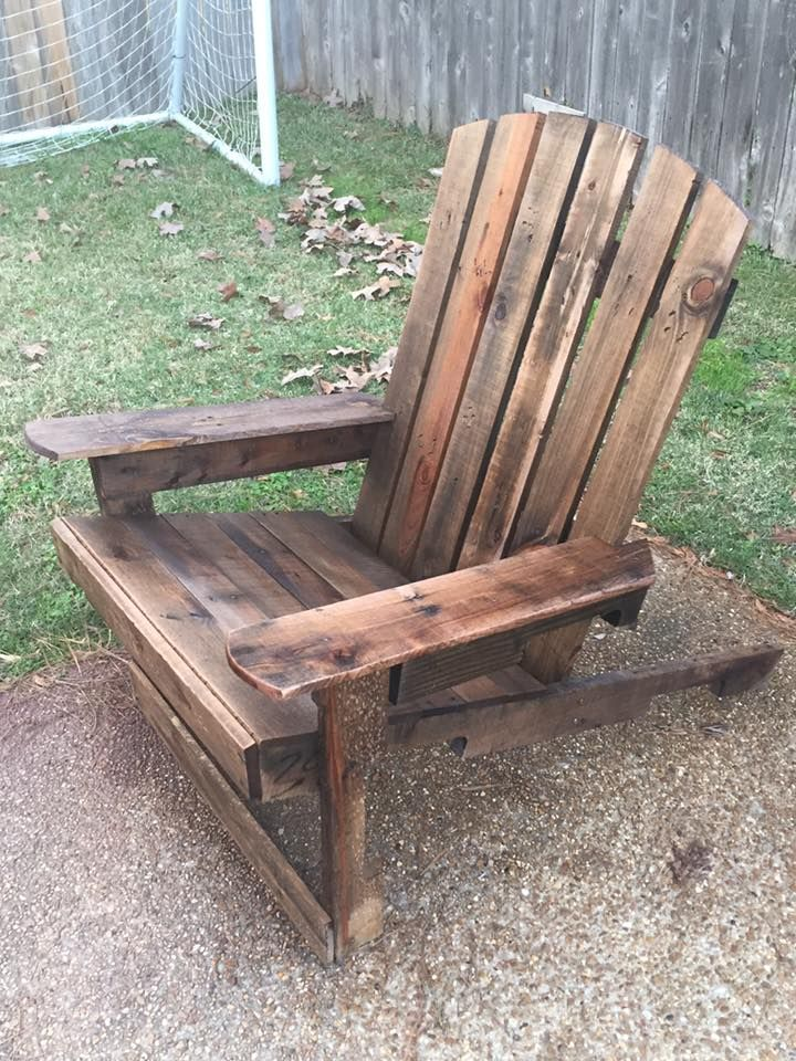 Wooden #Adirondack Pallet Chair - 125 Awesome #DIY Pallet ...