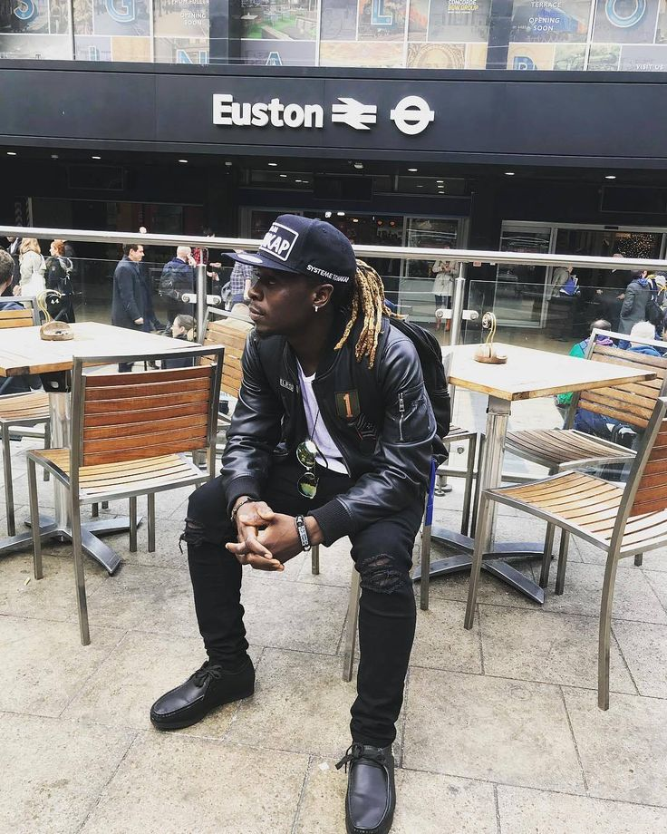 """[ #People ] Notre crooner @mrleo237 est à Manchester """"Am on my way #Manchester  Lets make history together tomorrow.. Blessings follow you #Partout..."""" #Kmerzik"""