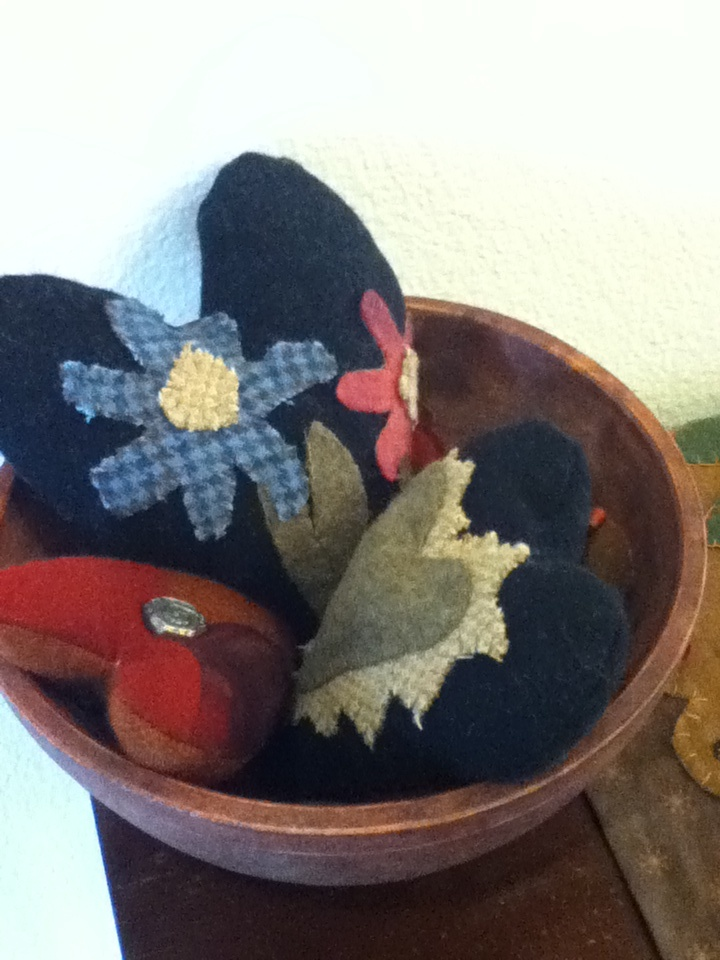 ... wool hearts. | primitive decor | Pinterest | Heart, Wool and Full of