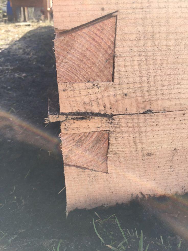 Kile set fra siden. Jeg håber det er nok til at låse endeplanken fast til de længdegående planker.