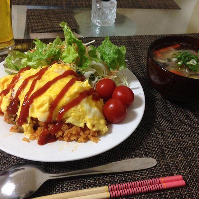 2016/11/13 02:01:02 rika_s1126 風邪引きさんのために生姜つみれスープ❗️ 家族も含め、私の周り風邪の人ばかりだな😷 みなさんも風邪引かないように気を付けてくださいネ*ଘ(੭*ˊᵕˋ)੭* ੈ✩‧₊˚💕💛 #夜ごはん#ディナー#おうちごはん#オムライス#鶏つみれの生姜野菜スープ#健康#手料理#手作り#風邪撃退💥#cooking##homecooking#dinner#omurice#omeletterice#soup#yummy#happy#instagood#instalike  #健康