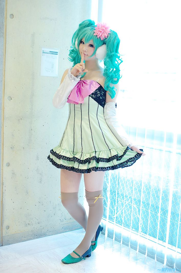 "AH! The ""Popipo"" dress! Well, that's what I call it. Hatsune Miku >> this is adorable"