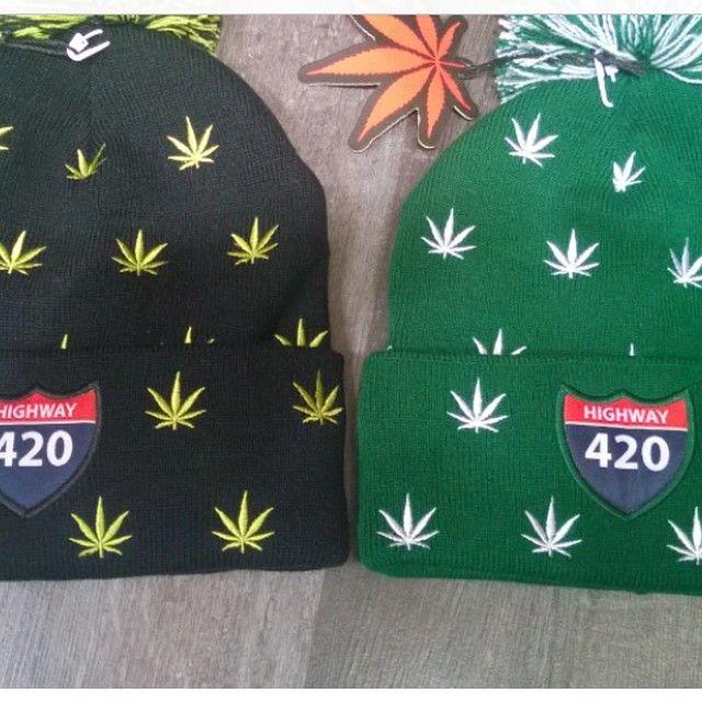 Les bonnets TrueSpin sont dispo sur DefShop : http://www.def-shop.fr/truespin-weedy-pom-beanie-green-white.html?refKey=X_oMmLTa5?smm=fr.pinterest.post